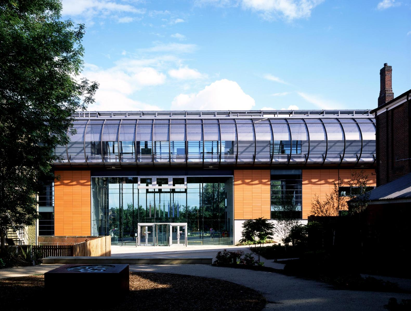 Gallery Oldham - Exterior view accross the park