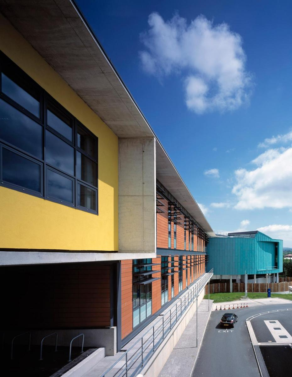Oldham Library and Lifelong Learning Centre - exterior