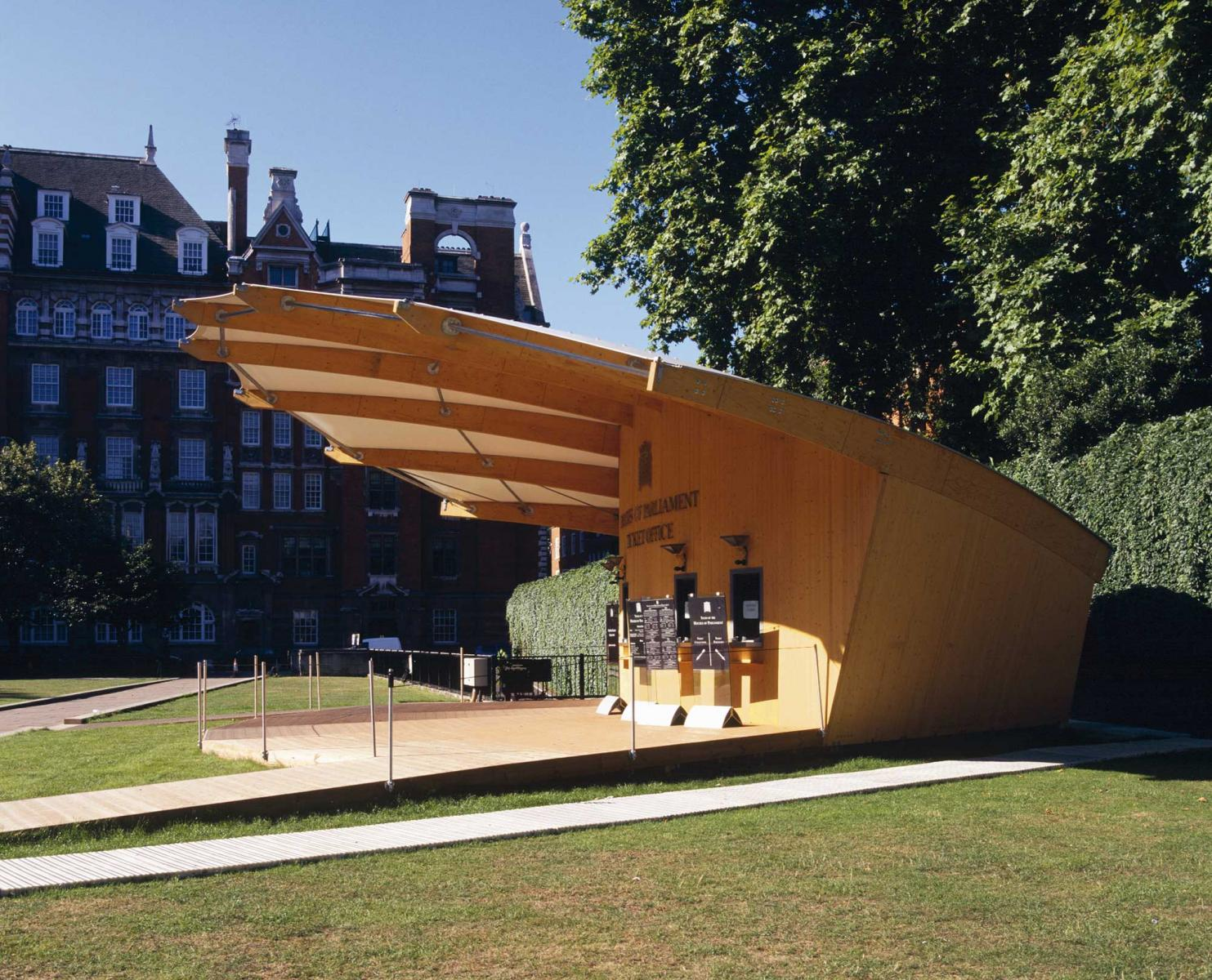 Ticket Pavilion for Summer Opening of Houses of Parlament - View from the side